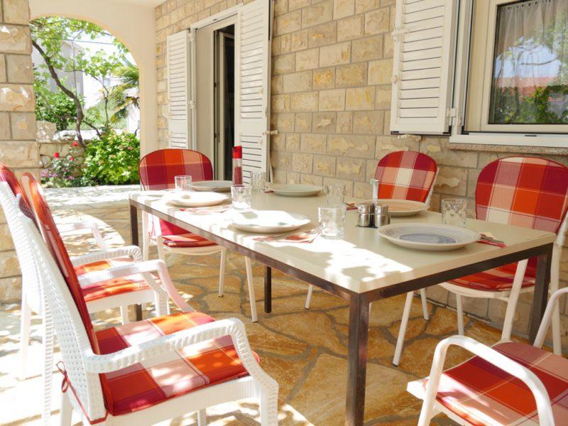 novalja-ferienwohnung-terrasse2