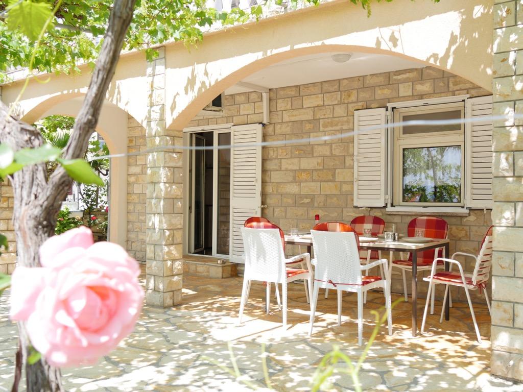 novalja-ferienwohnung-terrasse