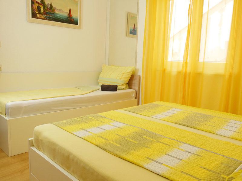 novalja-zrce-schlafzimmer-1-mit-zusatzbett_v2