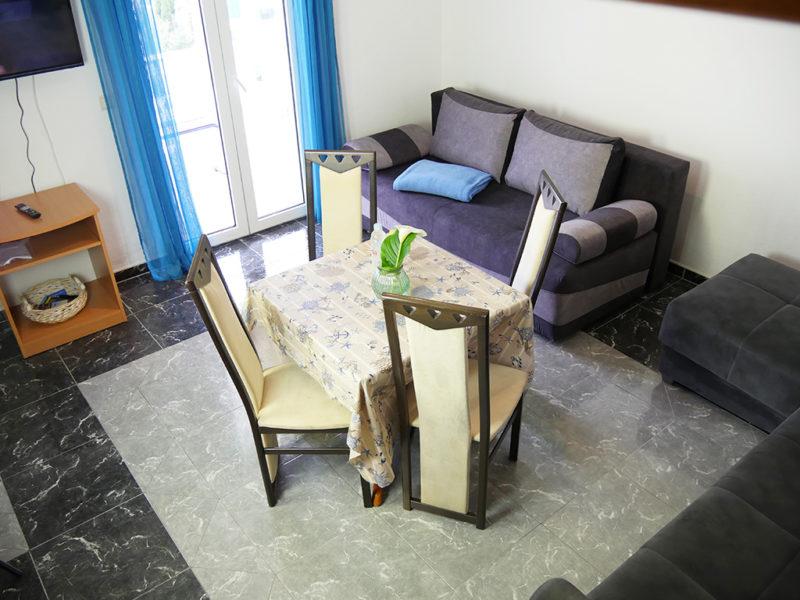 novalja-apartment-a4-esstisch_v2