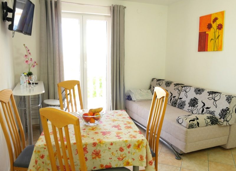 novalja-zrce-apartment-a2-esstisch_v2