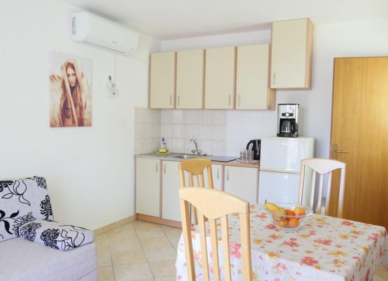 novalja-zrce-apartment-a2-kochecke_v2