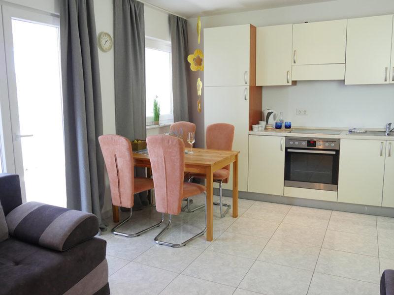 novalja-zrce-apartment-j01-Wohn-Kueche_v2