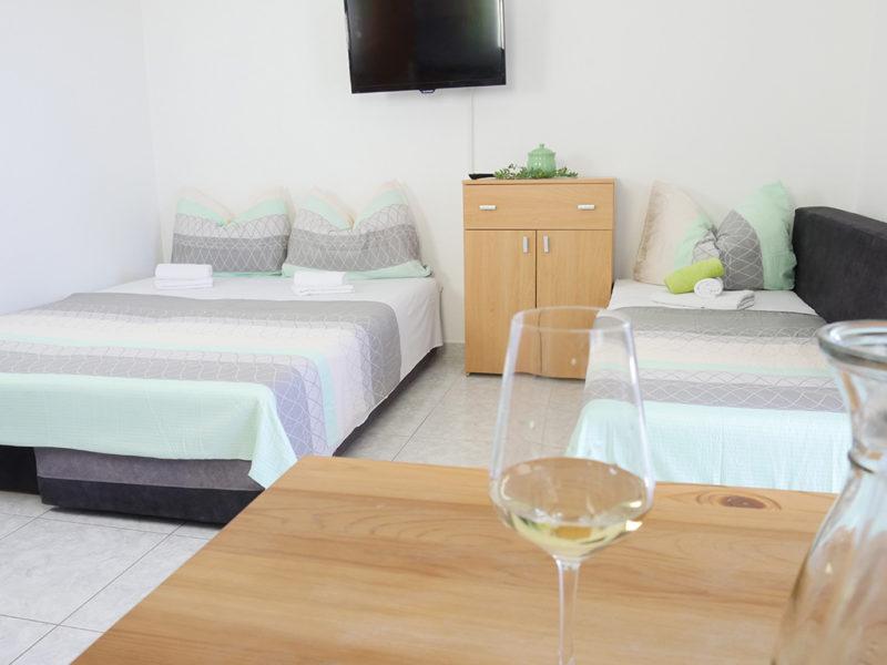 novalja-zrce-apartment-j01-haus2-schlafsofa_v2