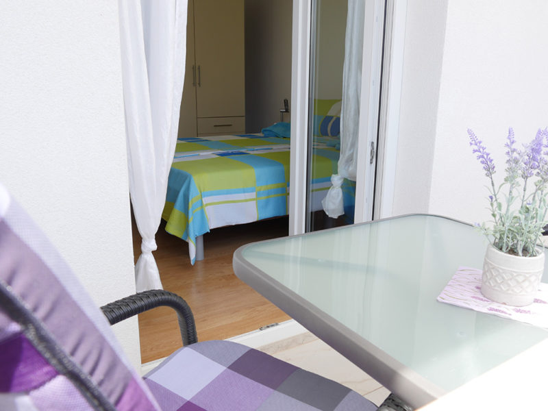novalja-zrce-apartment-j01-haus2-terasse-schlafzimmer_v2