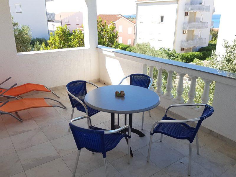 novalja-zrce-apartment-j01-terasse2