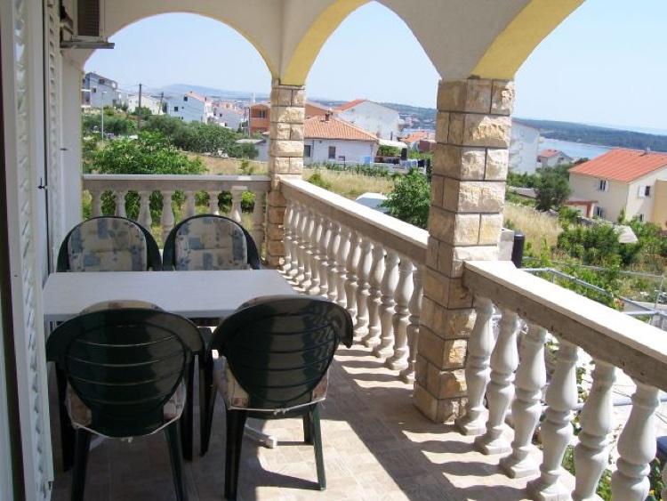 novalja-zrce-apartment-terrasse