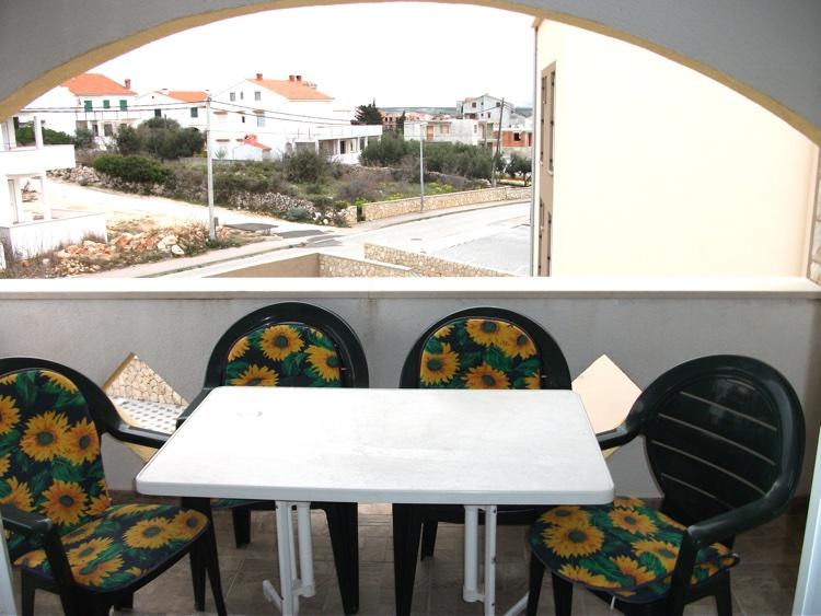 novalja-zrce-ferienhaus-terrasse
