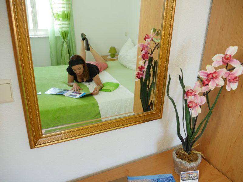 schlafzimmer-spiegel-sicht-apartment-a4