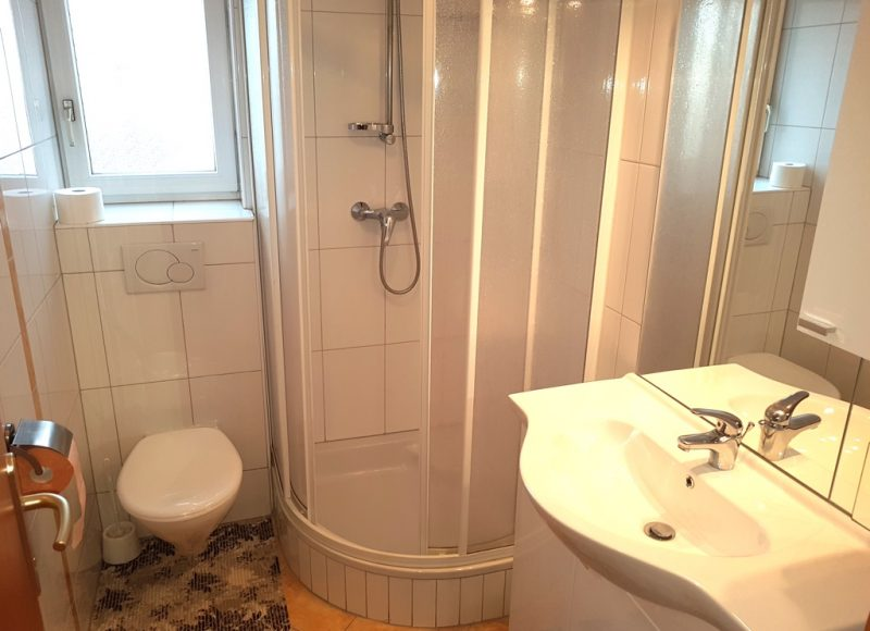 Novalja-zrce-apartment-j2-haus2-badezimmer