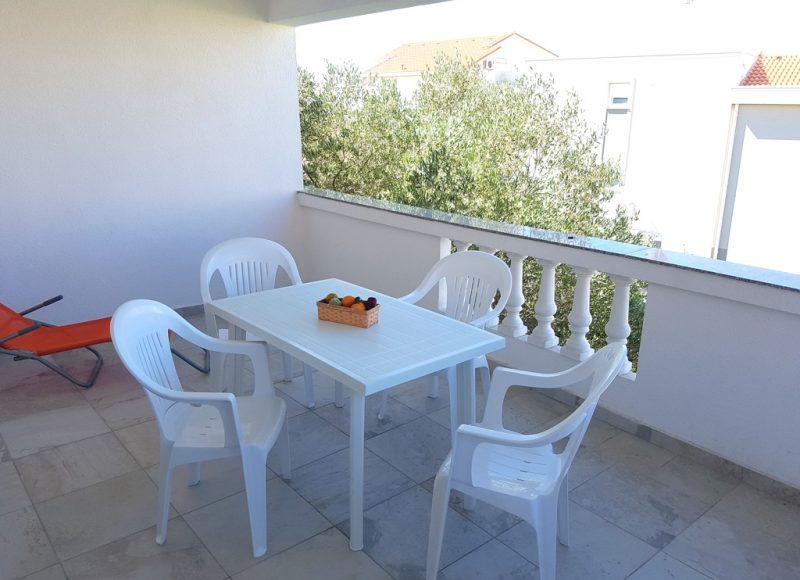 Novalja-zrce-apartment-j2-haus2-balkon