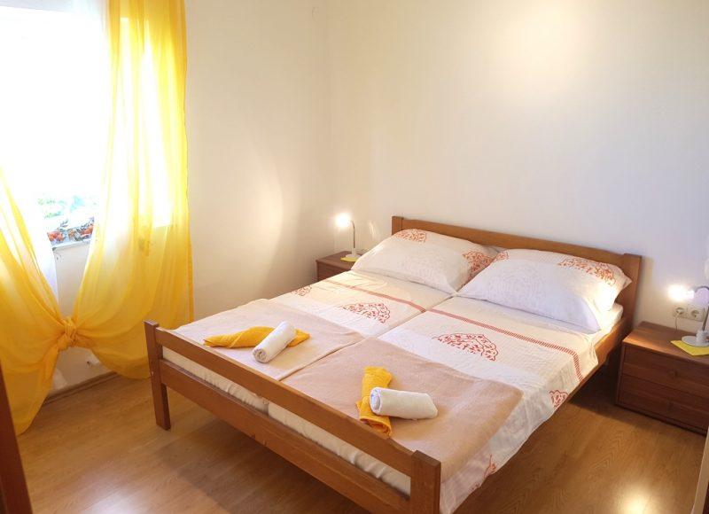 Novalja-zrce-apartment-j2-haus2-doppelbett