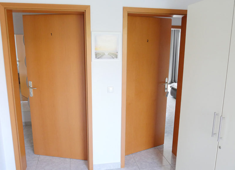 Novalja-zrce-apartment-j2-haus2-eingang_v2
