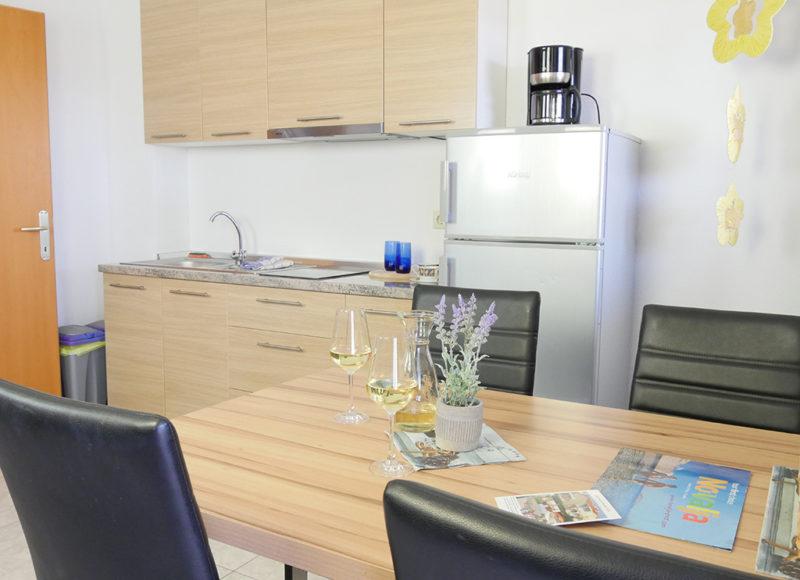 Novalja-zrce-apartment-j2-haus2-kueche-2_v2
