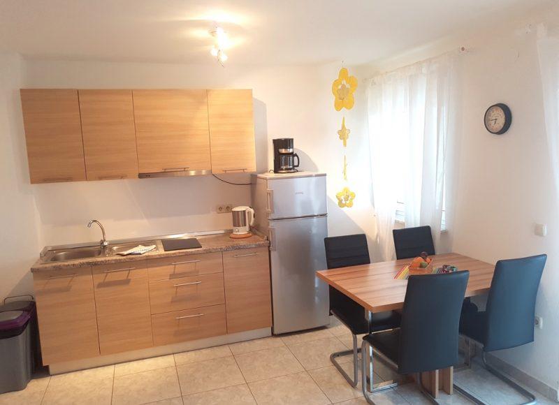 Novalja-zrce-apartment-j2-haus2-kueche