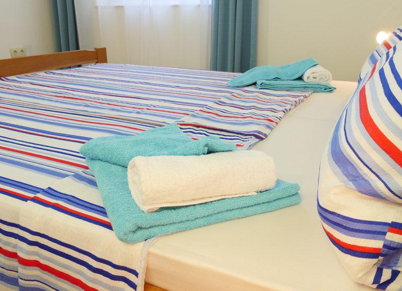 Novalja-zrce-apartment-j2-haus2-schlafzimmer-details_v2