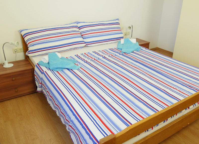 Novalja-zrce-apartment-j2-haus2-schlafzimmer_3_v2
