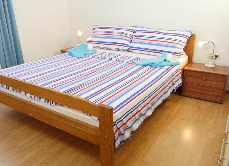 Novalja-zrce-apartment-j2-haus2-schlafzimmer_v2