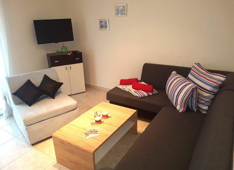Novalja-zrce-apartment-j2-haus2-wohnzimmer