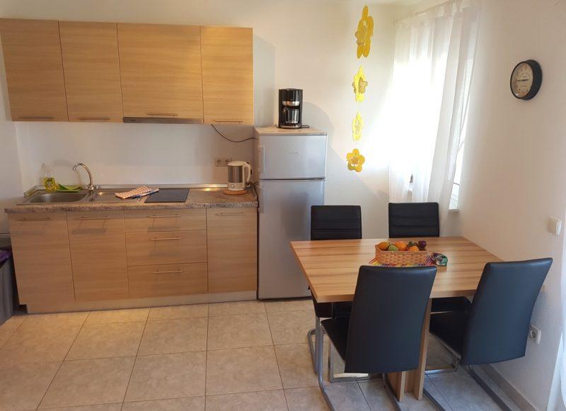 Novalja-zrce-apartment-j2-kueche