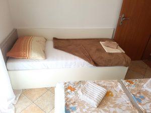 insel-pag-apartments-a02-einzelbett