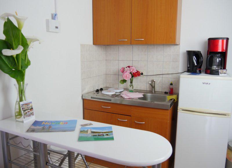 novalja-zrce-apartment-a2-kochecke