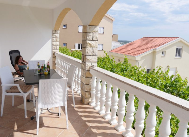 novalja-zrce-apartment-a2-terrasse